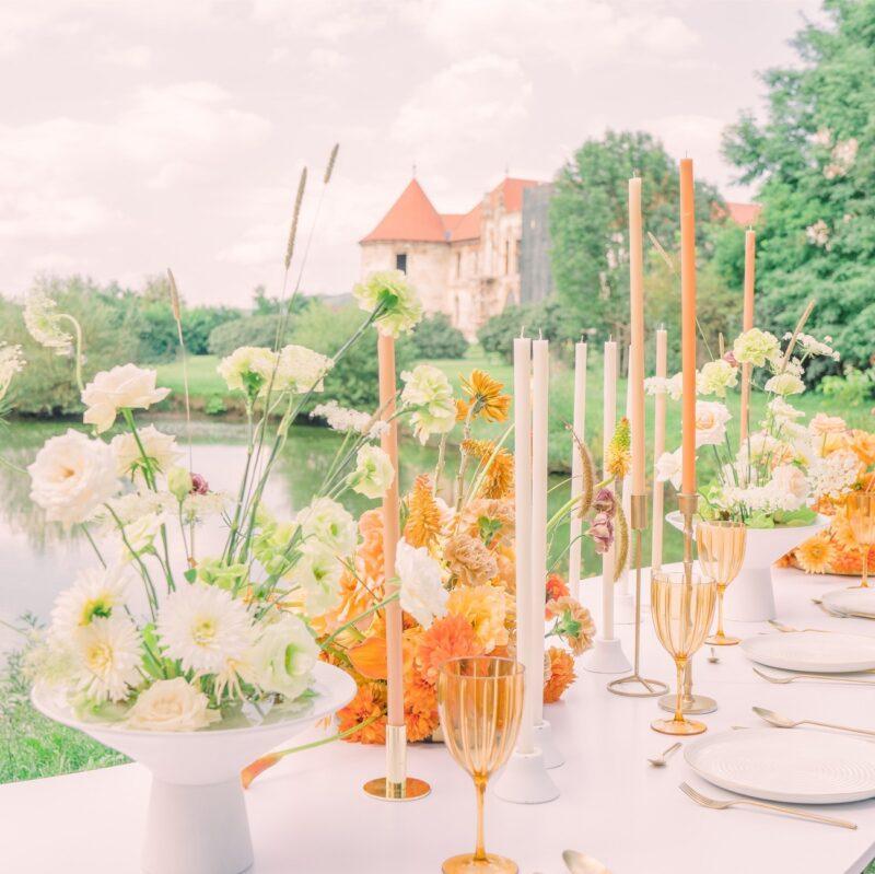 aranjament floral alb de botez sau nunta in aer liber02