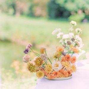 aranjament de nunta vara cu flori naturale si trandafiri