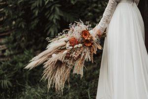 buchet de mireasa boho cu pampas si flori uscate natur
